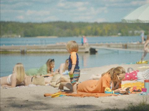 Ny undersökning: föräldrar brister i uppsikt när barnen badar