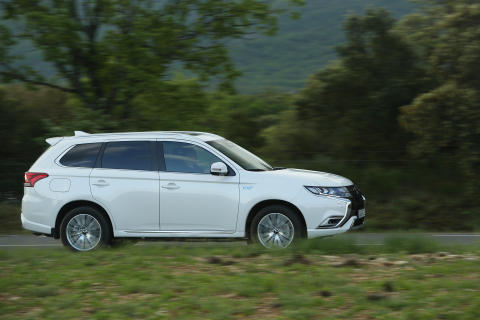 """2019 Mitsubishi Outlander PHEV scores 46g/km in new """"real world"""" official fuel consumption tests"""