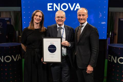 PRISVINNER: Hans Even Helgerud i Norsk Energi sammen med Anna Barnwell og Nils Kristian Naksad fra Enova (foto: Enova/Berre)