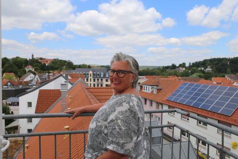 """Gudrun Sommer-Werner, Einrichtungsleiterin der Hephata-Sozialpsychiatrie Treysa, ist zum 31. Juli in Rente gegangen. In den vergangenen 31 Jahren hat sie sich um – wie sie sagt - """"Menschen mit ver-rückter Realität"""" gekümmert. """"Aber was ist eigentlich ver-rückt?"""", fragt sie lächelnd."""