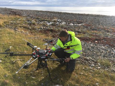 Multicopter-drones map marine litter in the Arctic