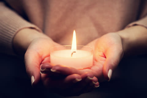 Remember a loved one this Christmas: ellenor Lights of Love service