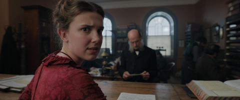 "Sherlock Holmes tøffe lillesøster er helt i filmen ""Enola Holmes"". Nå foreligger Enola-bøkene på norsk!"