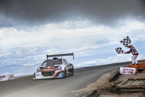 Nytt världsrekord av Loeb i Peugeot 208 T16