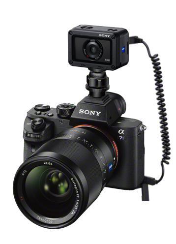 Laukaisukaapeli RX0-kompaktikameralle mahdollistaa kahden kameran kuvauksen
