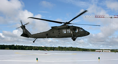 Försvarets Blackhawk övningslandar på helikopterplattan