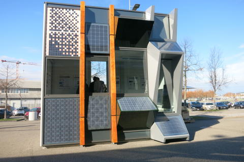 Züblin zeigt Photovoltaik-Musterfassade auf der glasstec in Düsseldorf