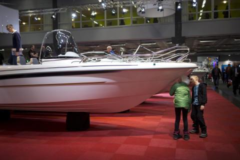 Båtmässan i Göteborg lyckades locka fler barn i år. Foto Niklas Maupoix
