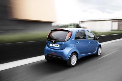 Elbilen Peugeot iOn rullar snart i Östersunds kommun