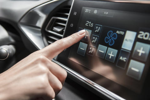 Multifunktions-touch screen i nya Peugeot 308