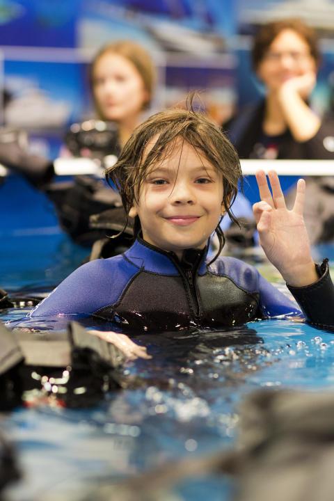 Jonathan Svärd från Eksjö testar Scuba diving