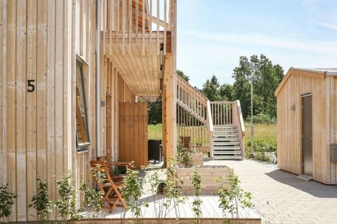 Inflyttat: Sexton lägenheter i tre trähus utgör första etappen i Tjörns nya ekoby