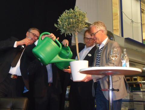 Tommy Forsström, kategorichef Dahl, Tomas Bengtsson, affärsområdeschef Bevego inviger KlimatCenter under övervakning av Ulf Magnusson, KlimatCenter.