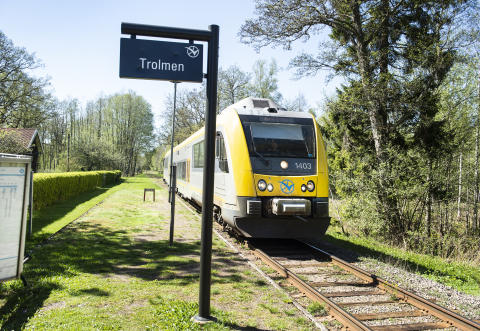 Sveriges vackraste tågresa bild 6  - tåg vid station Trolmen (liggande)