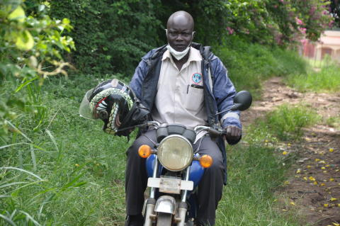 På motorcykel, Uganda
