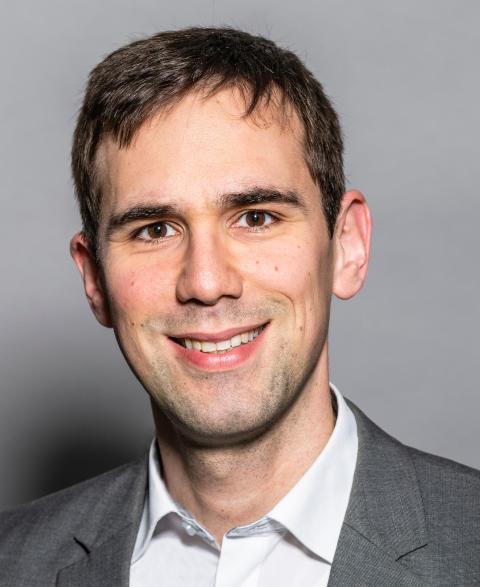 Dr. Matthias Staub