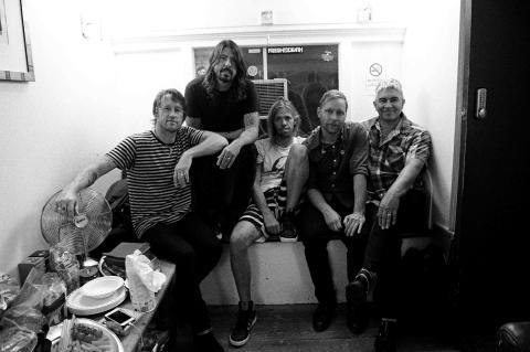 Partnerschaft Foo Fighters und Sony_5