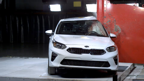 Kia Ceed Pole crash test June 2019