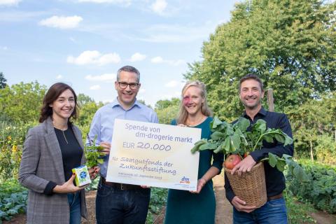 Für eine ökologische und vielfältige Zukunft: dm spendet 20.000 Euro an den Saatgutfonds der Zukunftsstiftung Landwirtschaft