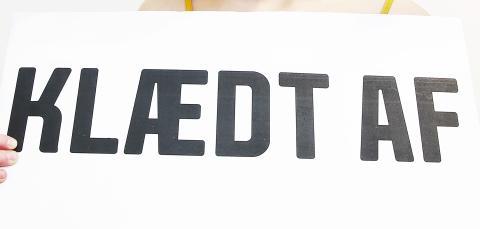 Aveny-T præsenterer KLÆDT AF: Den første forestilling i Danmark om digitale krænkelser