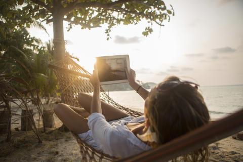 Facebook og vejrudsigt er nødvendigheder på ferien