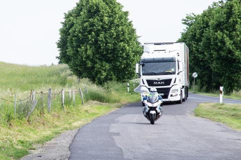 Schwerverkehr im Fokus - Gemeinsamer Aktionstag von Polizei und Landkreis