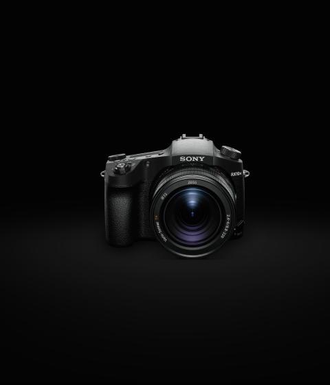 Nowy aparat Sony RX10 IV: szybki jak błyskawica system AF, zdjęcia seryjne w tempie 24 kl./s i uniwersalny obiektyw zmiennoogniskowy