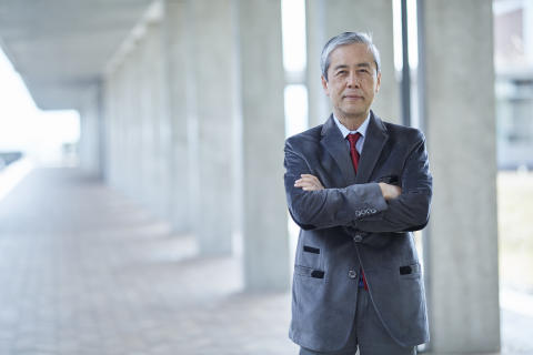 [Professor Spotlight] An eye for the bigger picture - the kind of engineers KUAS wants to bring up (Osamu Tabata, Dean of KUAS' Engineering Department)