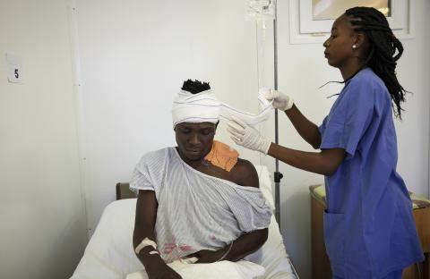 Haiti: Tio år efter jordbävningen riskerar sjukvårdssystemet att kollapsa