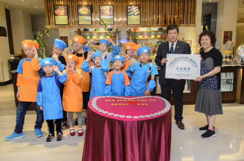 Disabled Children of the Prince of Peace Children's Home Pan Pacific Tianjin hotel tour