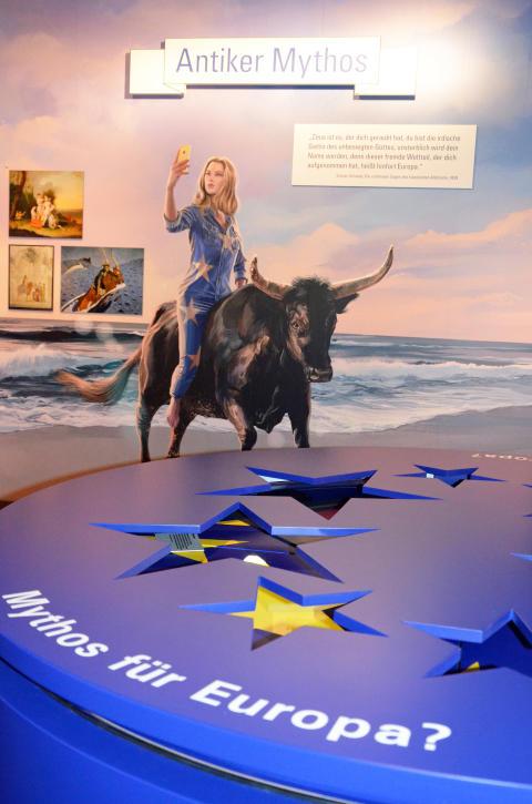 """Blick in die Ausstellung """"Deutsche Mythen seit 1945"""""""