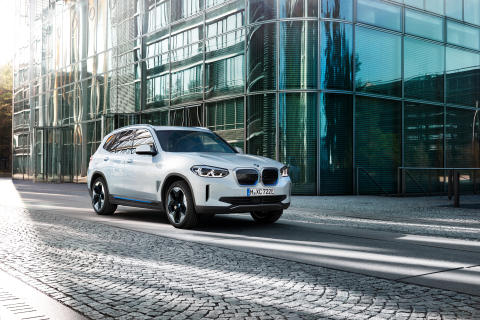 Helt nye BMW iX3: Effektiv elektrisk kjøreglede i SUV-format
