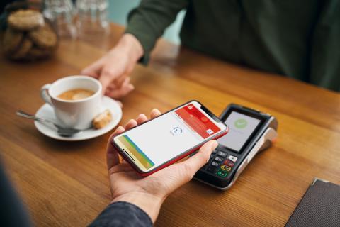 Cafe_Tresen_iPhone_Kunde_V1_Girocard_Image