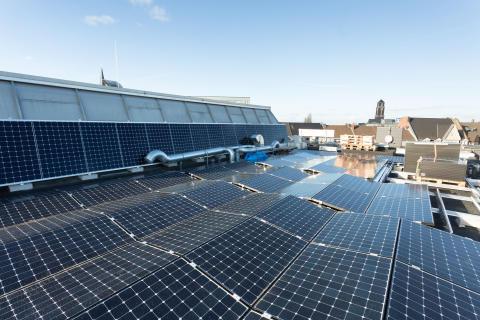 Sanierungspreis 16 Flachdach: Sanierung eines Geschäftshauses zu einem Energieplushaus in Bottrop