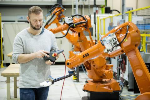 Högskolan Väst först i Sverige med maskiningenjörsutbildning på distans