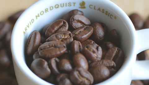 Mellanrostat eller mörkrostat kaffe? Lär dig skillnaden.