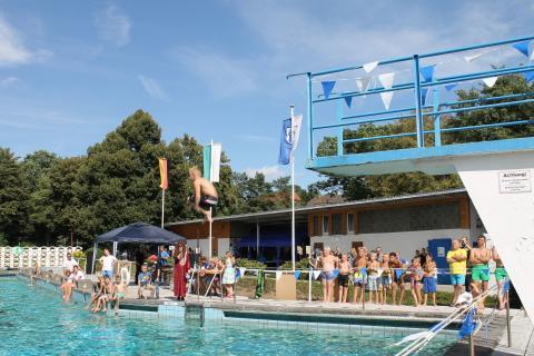 Das Waldbad Zwenkau begrüßt die Kinder zum AXXPLORE Summer Camp 2017