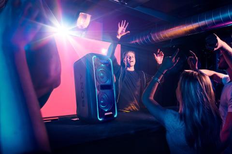 Le DJ Mike Williams participe à l'introduction du High Power Audio dans la campagne publicitaire paneuropéenne de Sony sur les médias sociaux