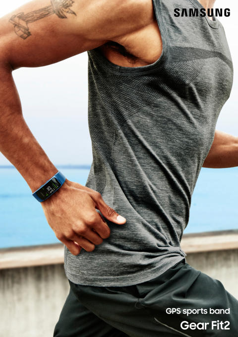 Gear Fit2_lifestyle 2