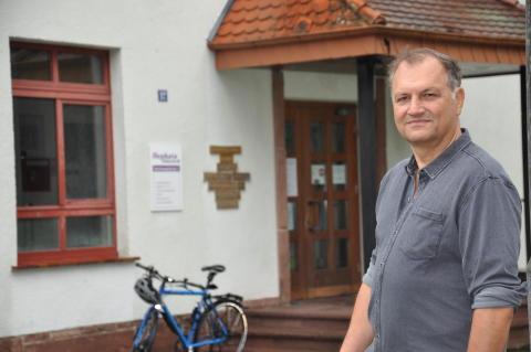 In zehn Jahren viel bewegt: Hephata-Akademie verabschiedet Leiter Dr. Martin Sander-Gaiser