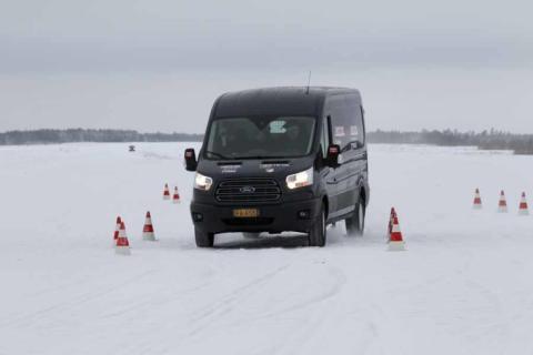 Ford Transit og Transit Connect tok dobbeltseier i arktisk varebiltest; vant over is, snø, kulde - og konkurrenter