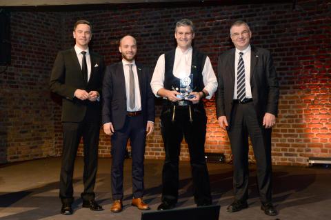 Sanierungspreis 16 Holz: Markus Langenbach/BAUEN MIT HOLZ, Philipp Nothjunge/PAVATEX, Sebastian Schmäh/Holzbau Schmäh, Tobias Fischer-Zernin/BeA Group