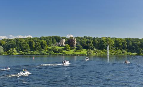 Tiefer See in Potsdam mit Schloss Babelsberg