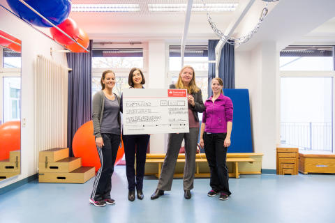 Santander unterstützt Hilfe für krebskranke Kinder Frankfurt e.V. mit 5 000 Euro