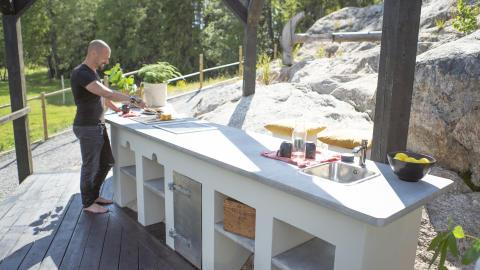 Bjørn bygger bo – Mure og pusse utekjøkken 3