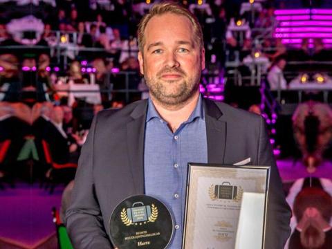 """Hertz Danmark fejrede 100-års fødselsdag med den bedste gave fra kunderne; prisen som """"Danmarks bedste biludlejningsselskab"""""""