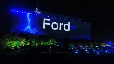 Ford na setkání s akcionáři oznámil podrobnosti strategie Ford+ pro následující roky. Důraz klade na elektromobilitu, užitkové vozy a online služby
