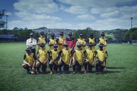 Harry Redknapp coachar Englands sämsta fotbollslag  genom Virtual Reality