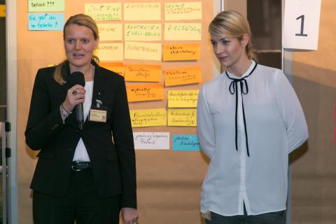 Susanne Leuthner und Janina Klabes moderierten den 1. Tag des DOT 2015