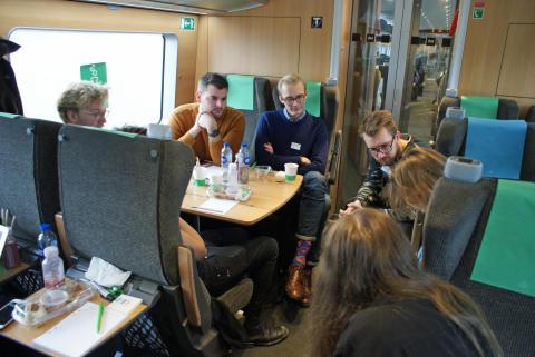 Skånska studenter på SJs digitala tåg